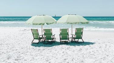 warmste moment / lege strandstoelen