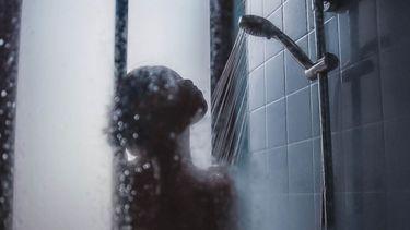 meisje in de douche