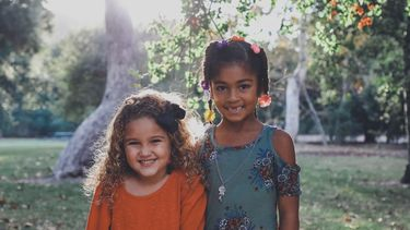 foto van twee meisjes