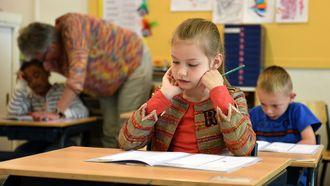 Kind dat haar eerste dag op school heeft
