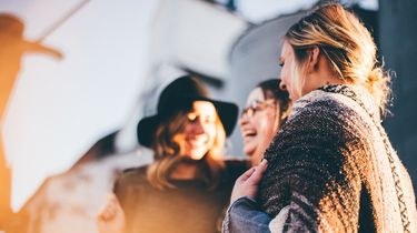 lachende vrouwen