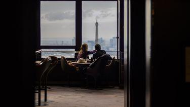 koppel is op een date in een cafe