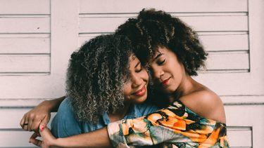 Beste vriendinnen die elkaar leuke vragen hebben gesteld van de vragenlijst