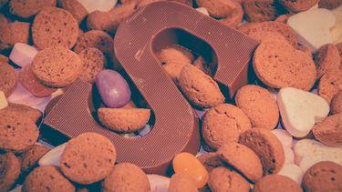 Pepernoten en chocoladeletters voor jeugdsentiment en sinterklaas-herinneringen