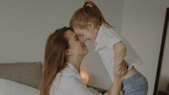 moeder geeft dochter advies