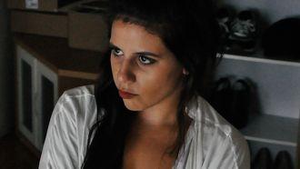 Vrouw die gefrustreerd is over schoonouders