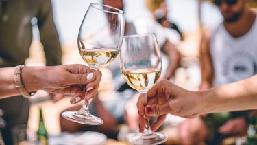 twee glazen wijn