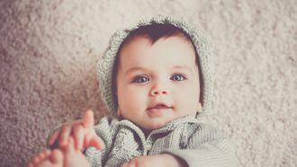 Baby met een stoere korte jongensnaam