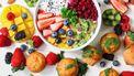 Een tafel vol gezonde snacks