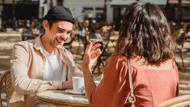 Man probeert een vriendschap te bouwen met zijn ex