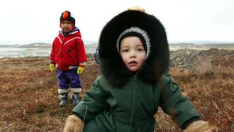 inuit kinderen schreeuwen