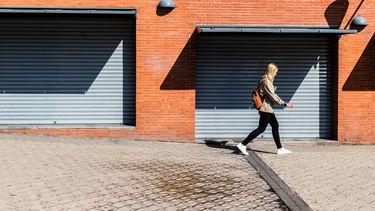 Vrouw die tienduizend stappen per dag zet