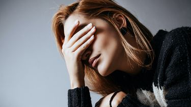 Vrouw die fouten heeft gemaakt in haar relatie en dat nu pas inziet