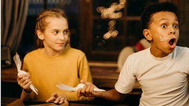 adhd twee kinderen aan tafel tijdens diner