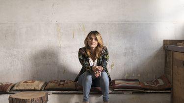 Sofie van den Enk is moeder, tv-presentator en schrijver