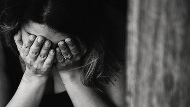 Vrouw met liefdesverdriet omdat relatie kapot is