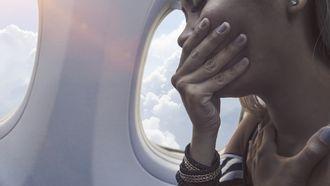 moeder vergeet kind in vliegtuig