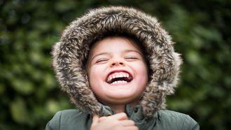 Kind dat lacht om een 1 april grap