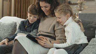 Sinterklaasboeken / Gezin leest boek