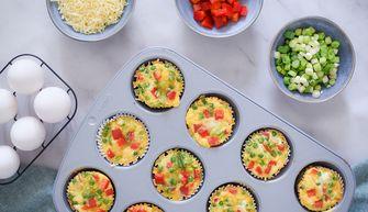 Omeletmuffins voor het moderdag ontbijt