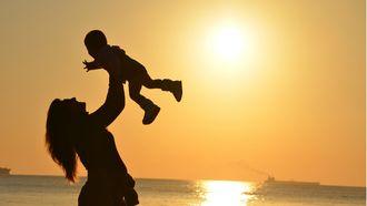 babynamen geïnspireerd op de zon en de maan