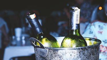 Wijn die snel koud is dankzij een liife hack
