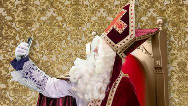 Sint op je Beeldscherm / Sinterklaas maakt selfie