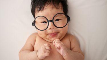 maagd / baby met bril