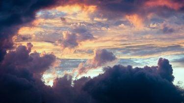 lucht met roze wolken