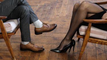verhouding / man en vrouw op een stoel