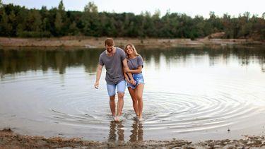 vrouw en man op romatische zomerdates