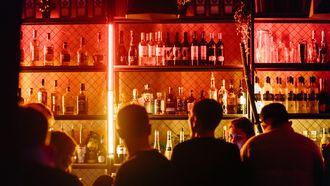 mensen in een bar