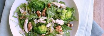 Koolhydraat arme salade met kip, gorgonzola en broccoli