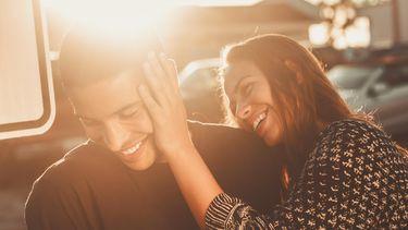 Een stel dat in een relatie is waarbij de een zich ondergewaardeerd voelt door de partner