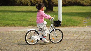 meisje op fiets