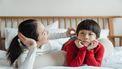 Moeder die haar kind 50 vragen stelt om hem beter te leren kennen