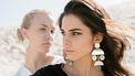 twee vrouwen kijken jaloers