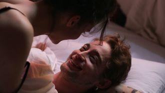 ochtendseks / man en vrouw liggen in bed na seks