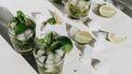 cocktails maken, eigen kruiden en bloemen