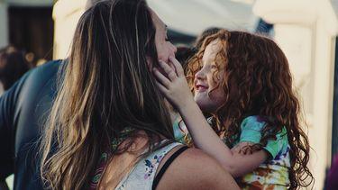 Moeder die typische uitspraken van ouders doet naar dochter