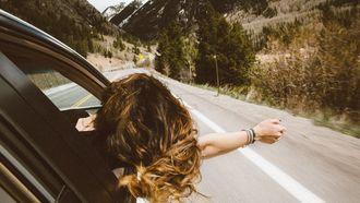 meisje reist alleen