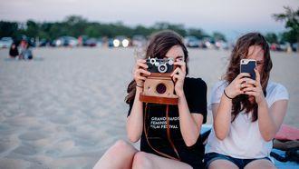 vrouwen maken foto