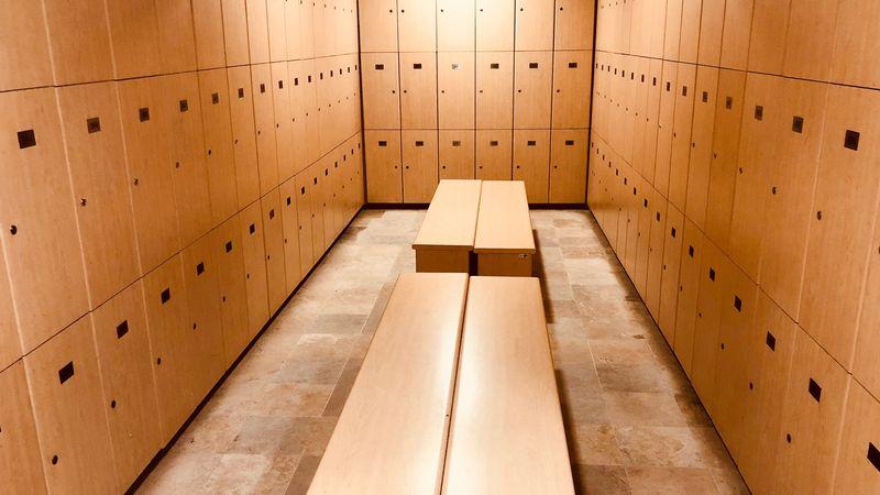 Kleedkamer met lockers
