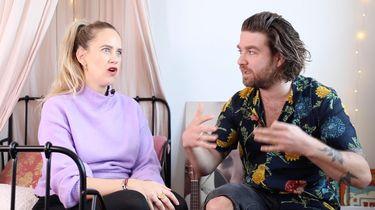 Elise die met Willem praat over bevallingsverhalen van mannen
