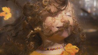 klein meisje tuurt door de ruiten en ziet blaadjes dwarrelen