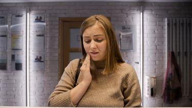 Bloedend tandvlees / Vrouw heeft pijn aan gebit