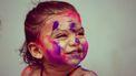 verf / meisje met verf op gezicht