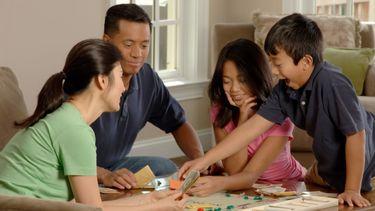 Spelletjes spelen met gezin