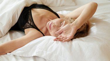 vagina / vrouw ligt in bed