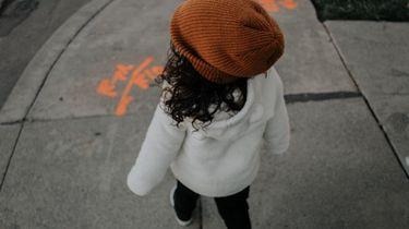 mutsen voor kinderen / kindje met bruine beanie